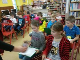Druhá třída v knihovně