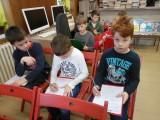 Fotogalerie Druhá třída v knihovně, foto č. 7