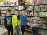 Fotogalerie Druhá třída v knihovně, foto č. 1